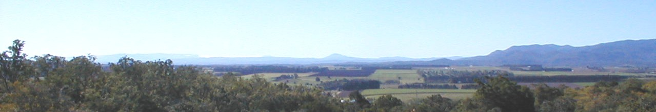 Tolga from Halloran's Hill with Black Mountain, Lamb Range, Tinaroo Range, Thornton's Peak, Saddle Mountain and the Main Coast Range at Mossman.
